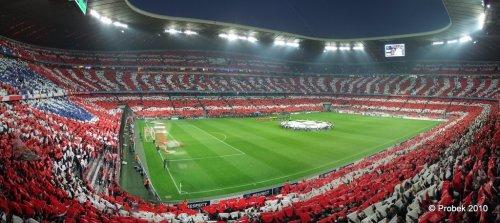 Panorama der Choreo des Spiels FC Bayern München - Olympique Lyon (autostitched, C12-organisiert)
